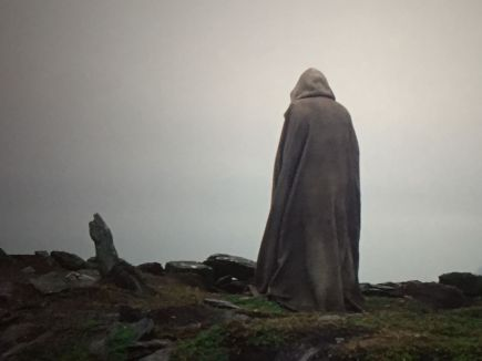 skywalker-kenobi-or-solo-who-is-rey-s-father-luke-at-what-appears-to-be-a-tomb-stone-780920